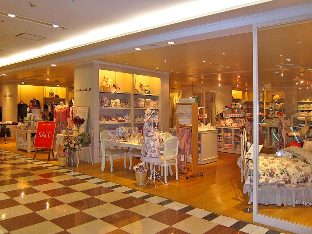 ローラ アシュレイ 2020年8月めどに日本国内再出店 ワールド